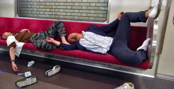 japanese-businessmen-pass-out (25)