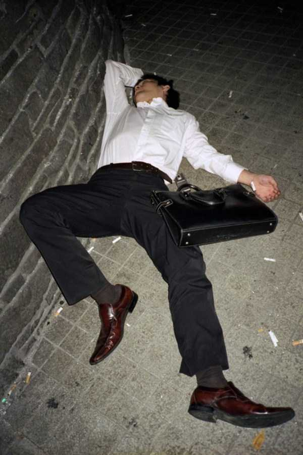 japanese-businessmen-pass-out (26)