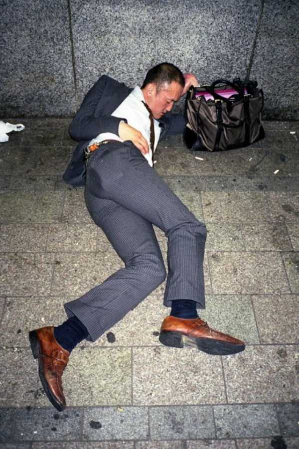 japanese-businessmen-pass-out (27)