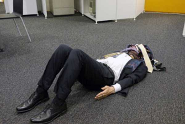 japanese-businessmen-pass-out (28)