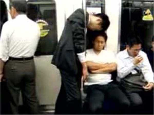 japanese-businessmen-pass-out (29)