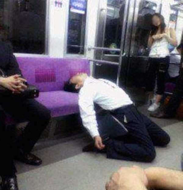 japanese-businessmen-pass-out (5)