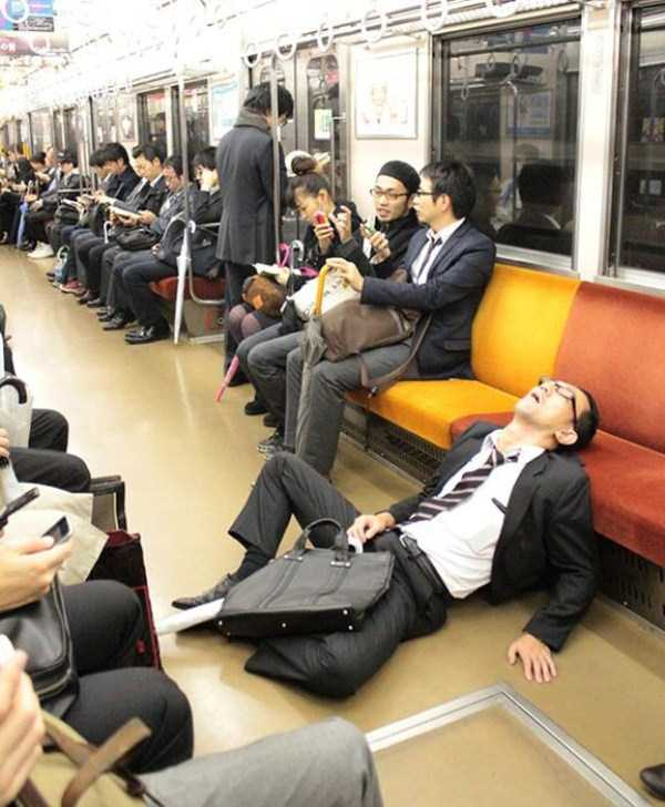 japanese-businessmen-pass-out (7)