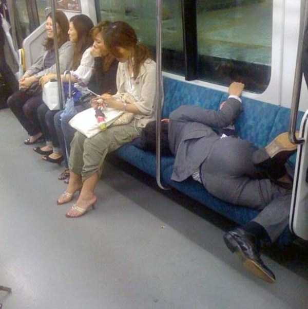japanese-businessmen-pass-out (8)