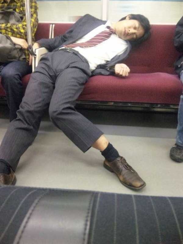 japanese-businessmen-pass-out (9)