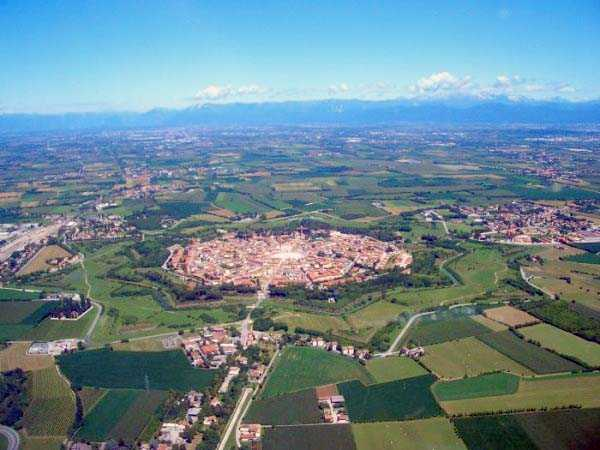 palmanova-is-the-worlds-ideal-walled-city-7a