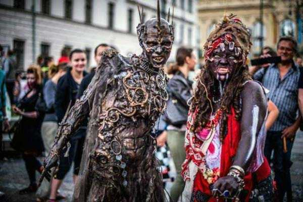 Probably The Coolest Zombie Costume Ever (15 photos) 2