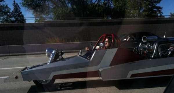 the-strangest-things-you-will-see-on-the-road-14