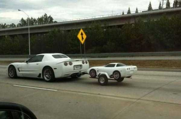 the-strangest-things-you-will-see-on-the-road-18