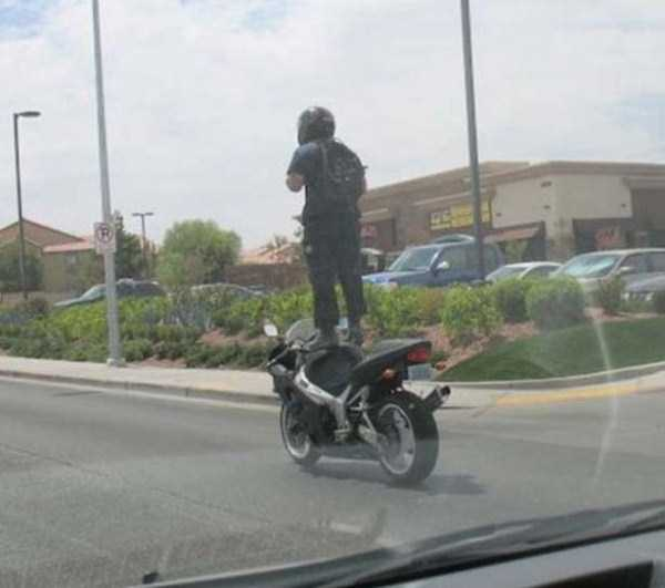 the-strangest-things-you-will-see-on-the-road-21