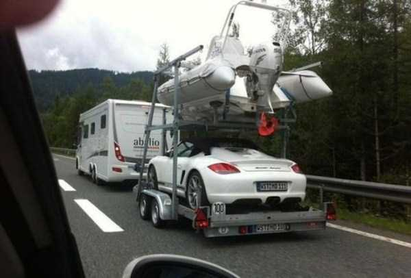 the-strangest-things-you-will-see-on-the-road-33