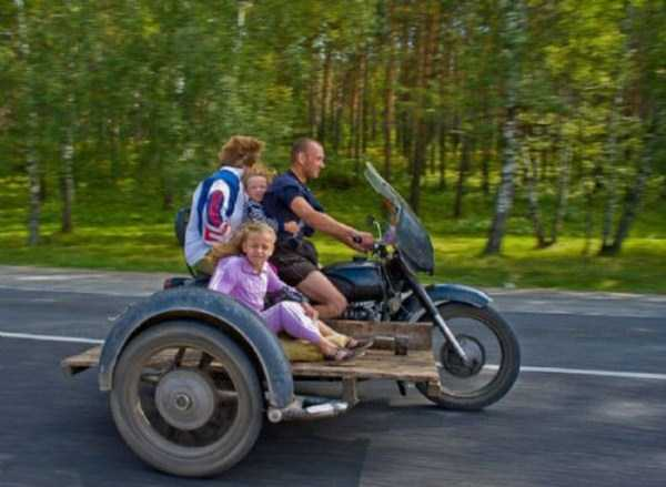 the-strangest-things-you-will-see-on-the-road-40