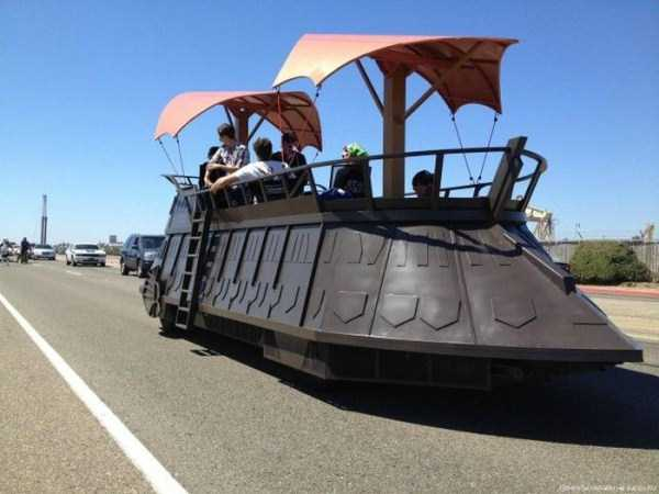 the-strangest-things-you-will-see-on-the-road-63