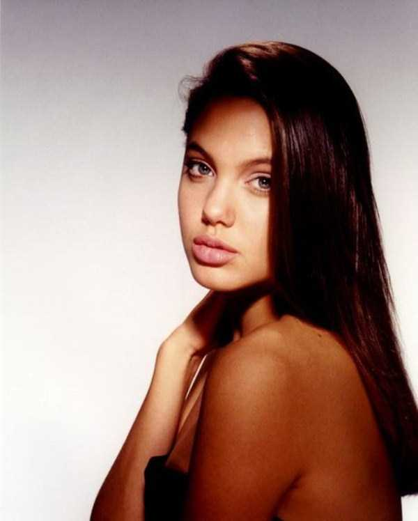 young-angelina-jolie (12)
