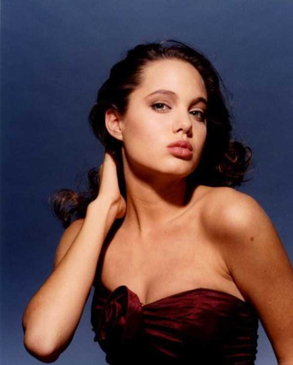 young-angelina-jolie (15)