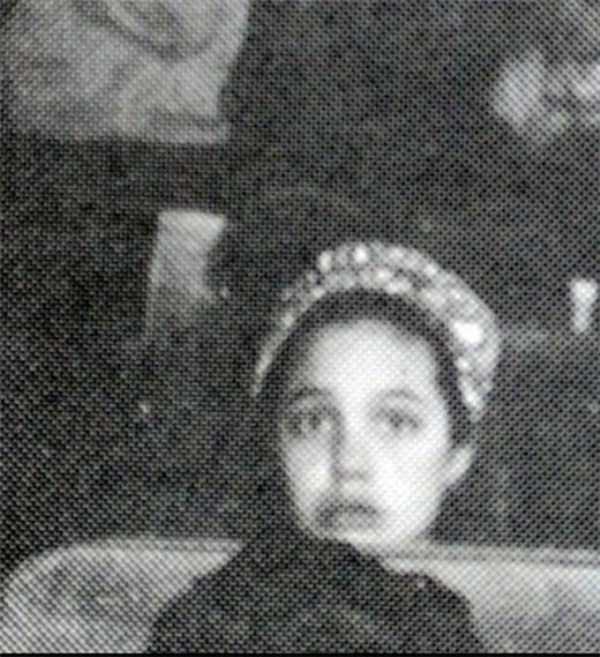 young-angelina-jolie (4)