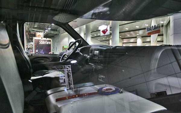 Ford-F-750-Dunkel-Luxury-Hauler (11)