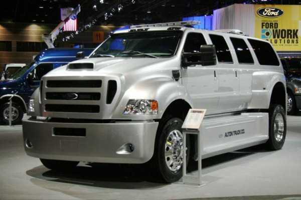 Ford-F-750-Dunkel-Luxury-Hauler (3)