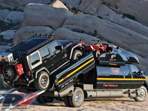 Ford-F-750-Dunkel-Luxury-Hauler (4)