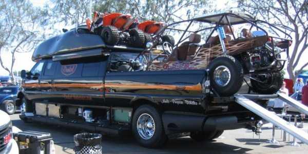 Ford-F-750-Dunkel-Luxury-Hauler (9)
