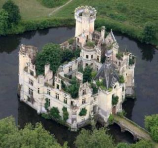Amazing Castles With Stories Behind Them (27 photos)