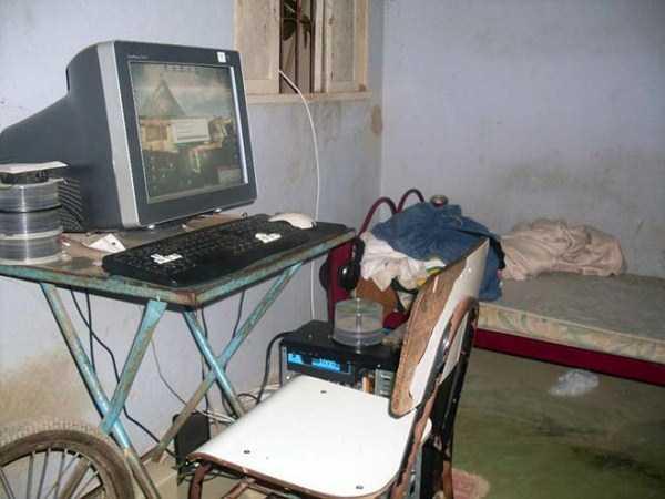 dirty-desks (1)