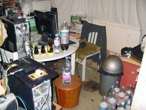 20 Unimaginably Depressing Home Offices (20 photos) 11