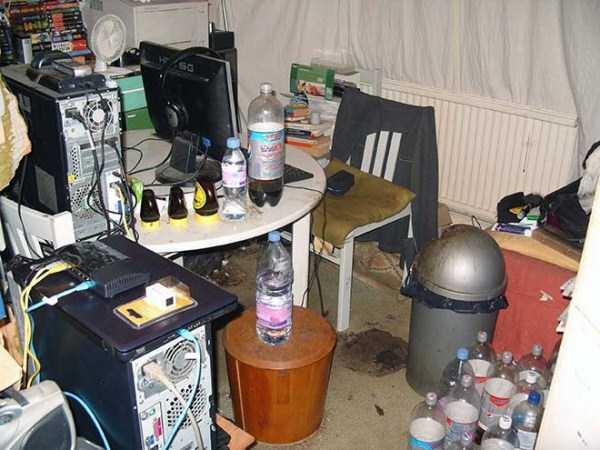 dirty-desks (11)