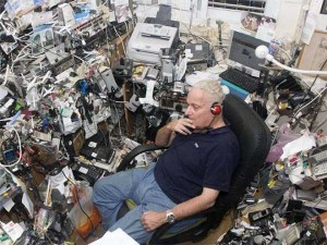 20 Unimaginably Depressing Home Offices (20 photos) 12