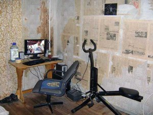 20 Unimaginably Depressing Home Offices (20 photos) 14