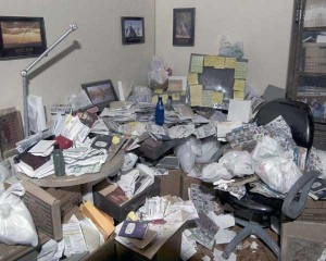 20 Unimaginably Depressing Home Offices (20 photos) 16