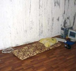 20 Unimaginably Depressing Home Offices (20 photos)