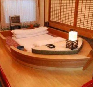 Inside Japanese Pleasure Hotels (21 photos)
