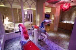Inside Japanese Pleasure Hotels (21 photos) 14