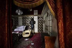 Inside Japanese Pleasure Hotels (21 photos) 21
