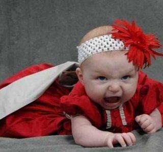 29 Hilariously Awkward Baby Photos (29 photos)