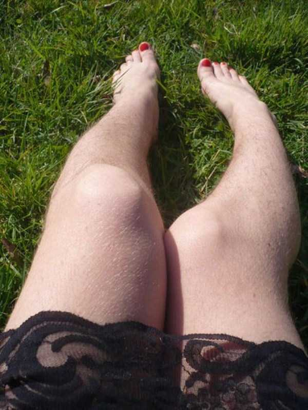 women-showing-off-their-hairy-legs-13