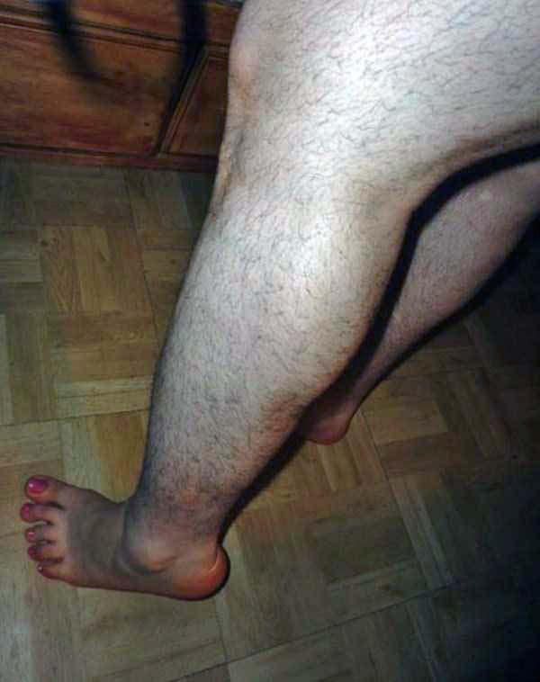 women-showing-off-their-hairy-legs-6