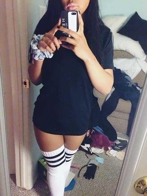 cute-girls-in-messy-rooms (11)
