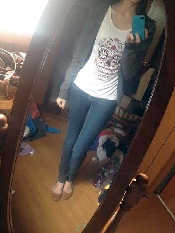 cute-girls-in-messy-rooms (13)