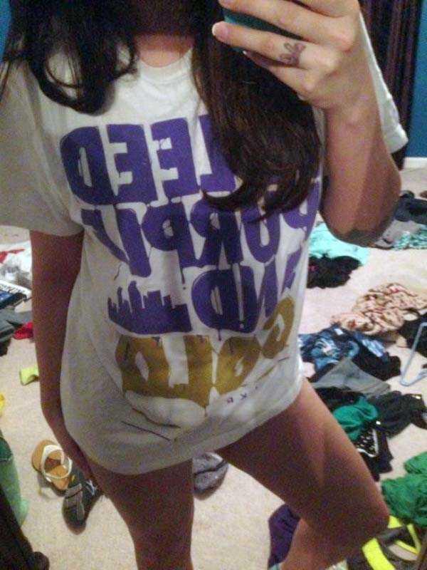 cute-girls-in-messy-rooms (18)