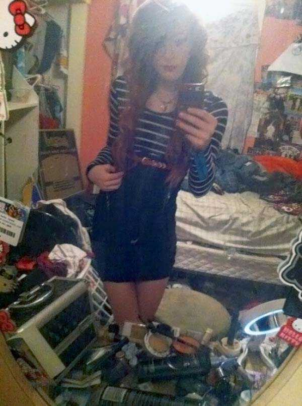 cute-girls-in-messy-rooms (29)