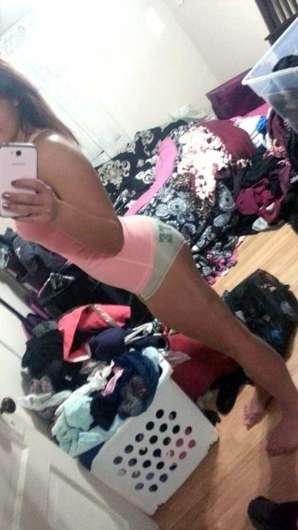 cute-girls-in-messy-rooms (35)