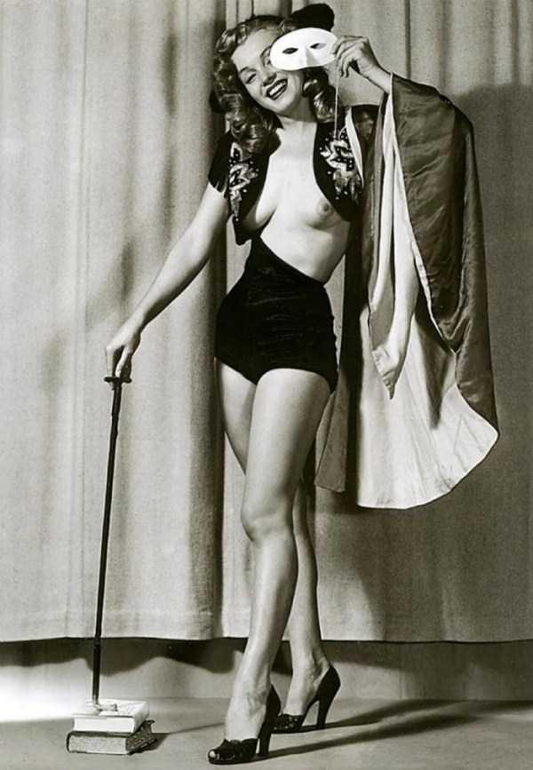 naked-marilyn-monroe (2)