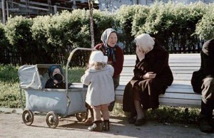 Rare Color Photos of Everyday Life in the Soviet Union in 1950s (30 photos) 21