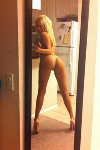 Hot Girls Showing Off Their Perfectly Shaped Legs (47 photos) 29