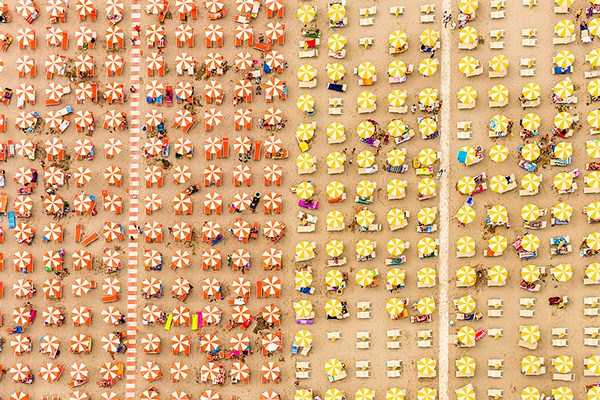 Colorful Italian Beaches From Above (29 photos) 17