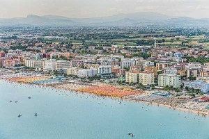 Colorful Italian Beaches From Above (29 photos) 5