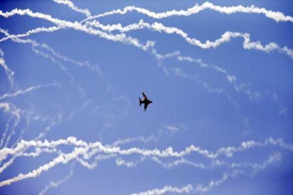 airplanes-doing-stunts (11)