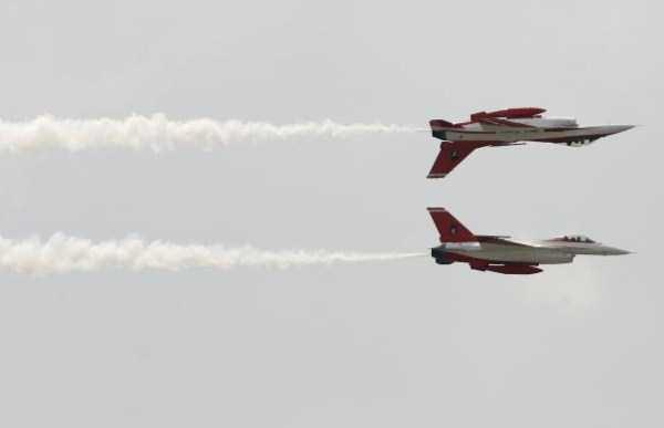 airplanes-doing-stunts (12)